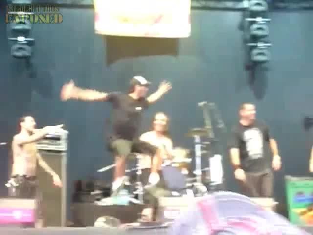 naked crowdsurf 1