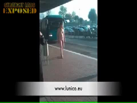 Saxa Rubra uomo nudo alla stazione