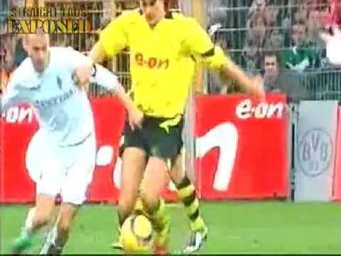 Sebastian Kehl's dick pops out