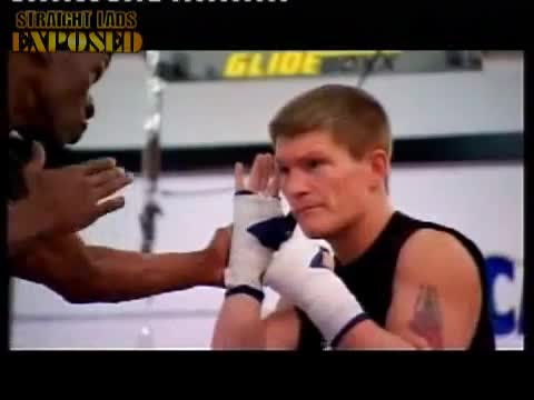ricky hatton shows his ass