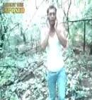 desnudo en el bosque